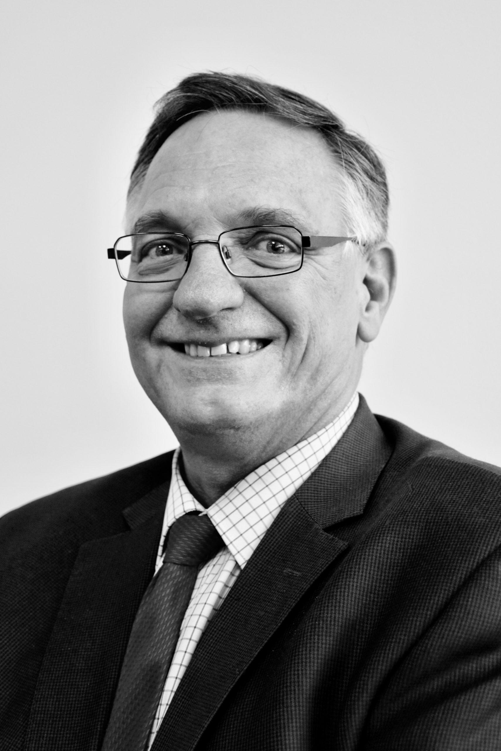 Dr Douglas Randell